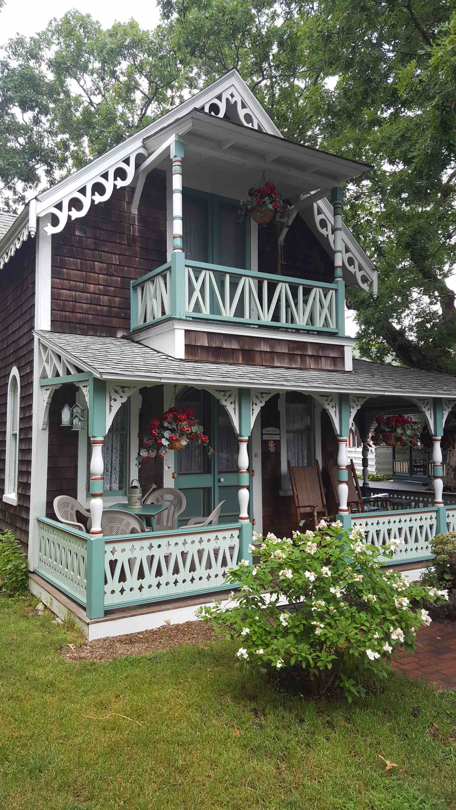 martha vineyard gingerbread cottage