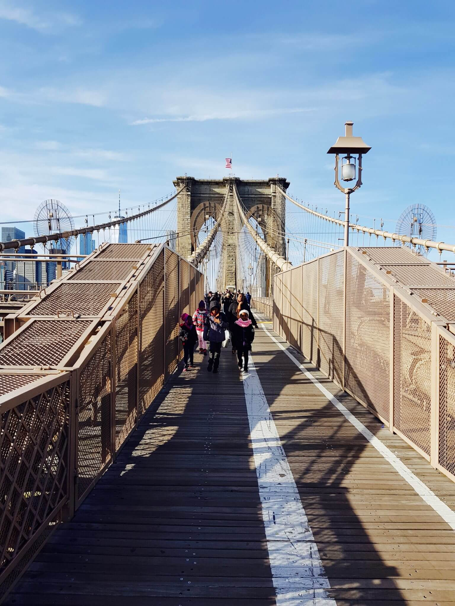 marcher sur le brooklyn bridge new york